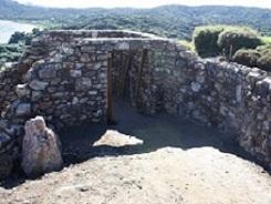 Waiheke Retreat Stone Wall Entranceway